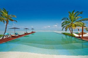 pool-resort-maldives-in-high-resolution